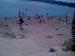 Дамите от ЛК Вида Видин с акция за почистване на градския плаж във Видин